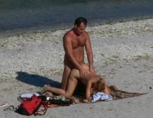 Une baise en levrette sur la plage