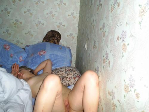 спящие голые любительское фото.