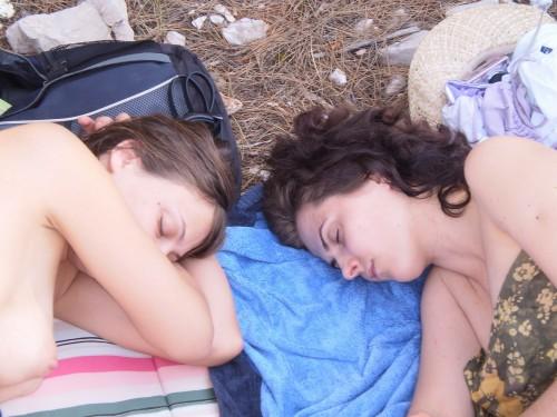 des belles coquines dorment