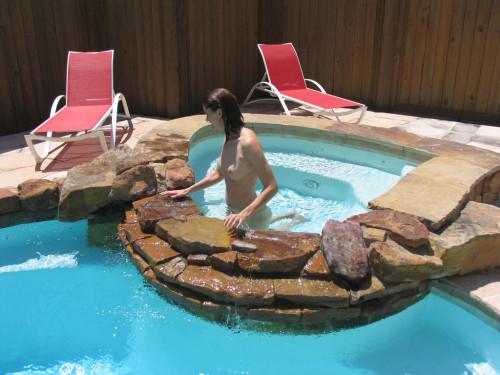 Photo voyeur de petits seins à la piscine