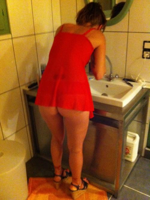 une femme en nuisette hot