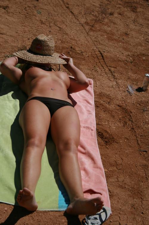 une amatrice bronze topless