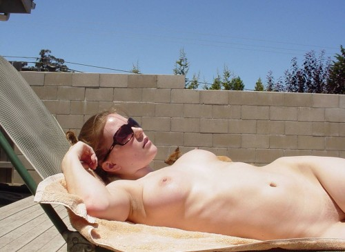 exhibe d'une gros sexe d'une nudiste