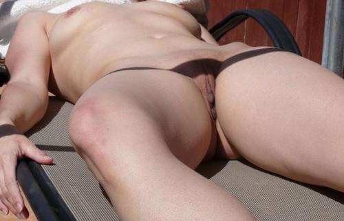 une amatrice bronze nue