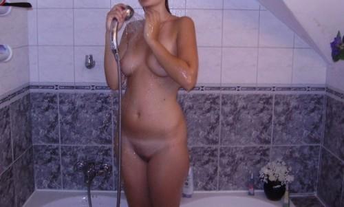 une petite amie nue