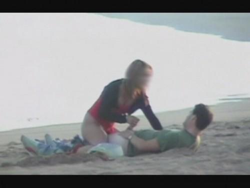 masturber une bite sur la plage