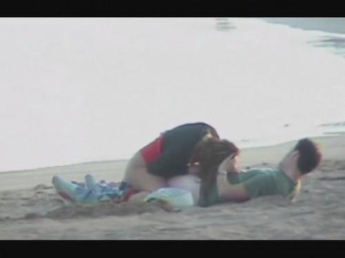 une fellation sur la plage