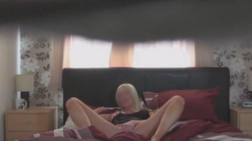 se masturbe au lit