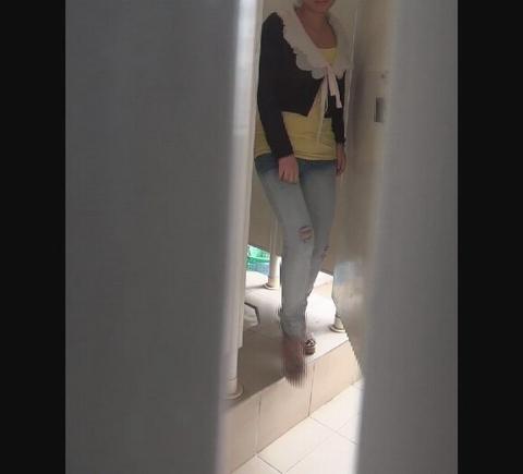 voyeur aux toilettes
