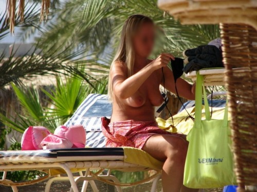 Vacancière seins nus