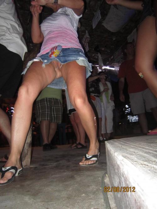 un sexe sous une jupe