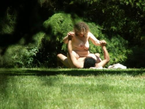 orgasme dans un parc