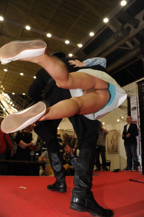 une danseuse sans culotte