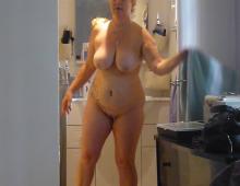 La photo voyeur d'une femme nue