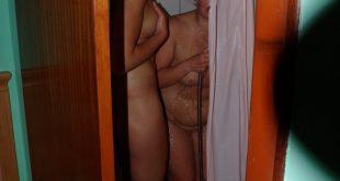 photos voyeurs de deux copines sous la douche