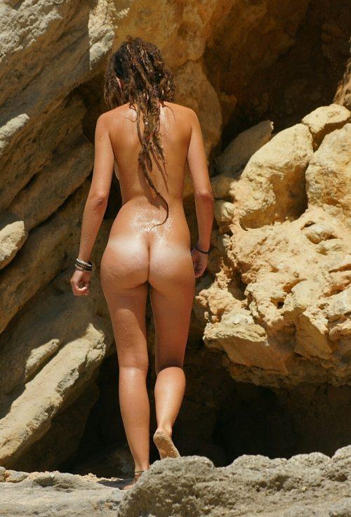 exhibe des fesses d'une naturiste